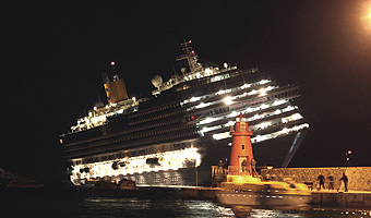 Costa Concordia (boston.com)