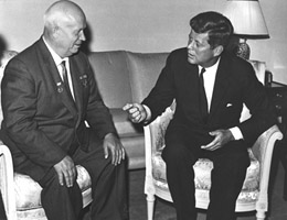 Khrushchev e Kennedy (jfklibrary.org)