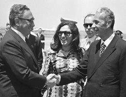Moro e Kissinger nel 1974 (AP Photo su ilpost.it)